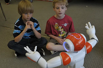 NAO robot and kids-MOVIA