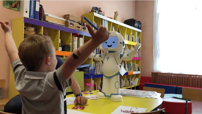 QTrobot_autism therapy_children with autism 5