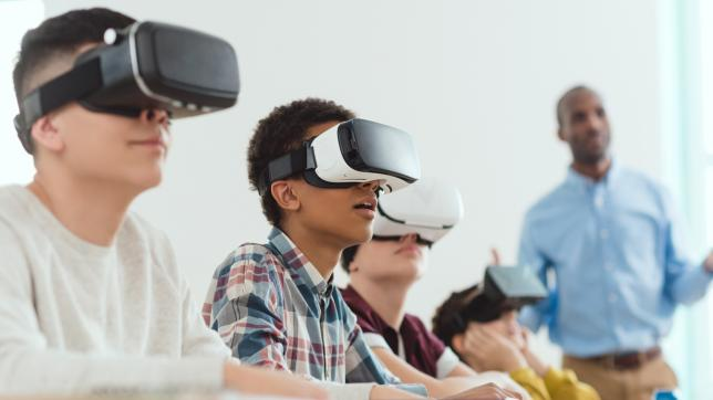 article-image-1280x720-vr-students-classroom